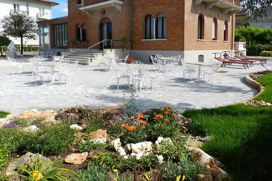 Foto giardino villa fulgida